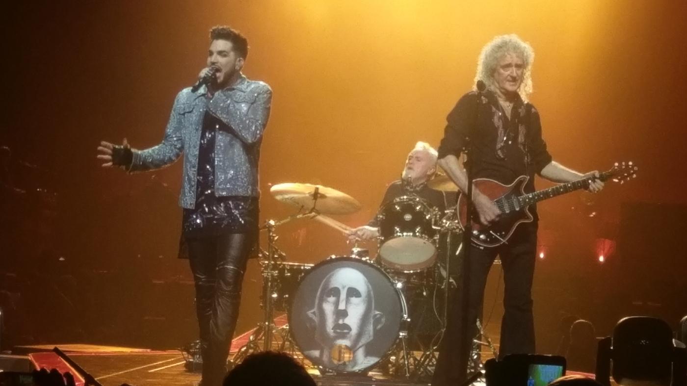 Adam Lambert, Roger Taylor och Bryan May, Queen, uppträder i London 2017. Foto: Henrik Fridén.