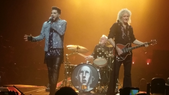 Adam Lambert, Roger Taylor och Bryan May, Queen, uppträder i London 2017. Foto: Henrik Fridén.